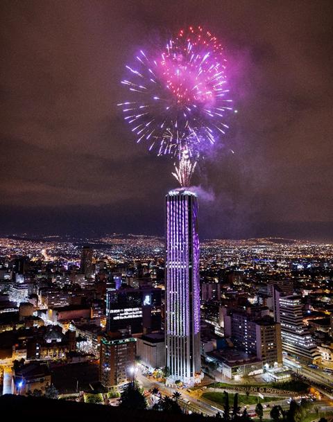 Torre Colpatria noche de velitas