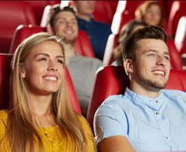 Personas en una sala de cine
