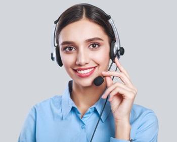 Hombre empresario llaman a la Línea de Atención